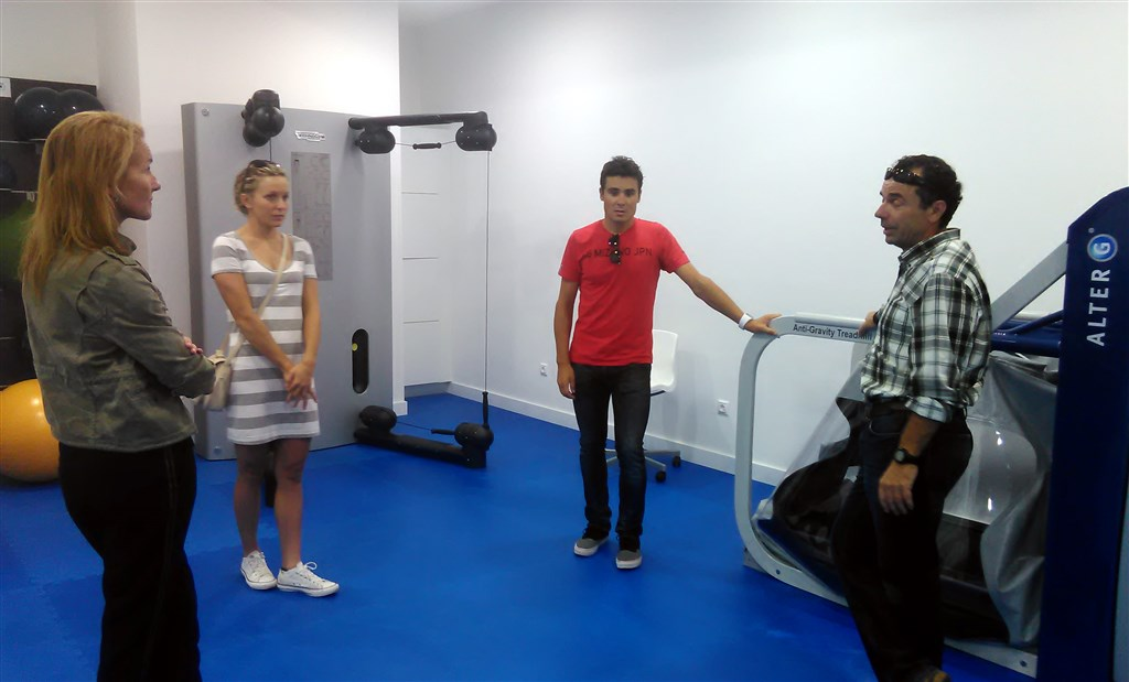1 gomez noya visita centro medico iconica sports (1)